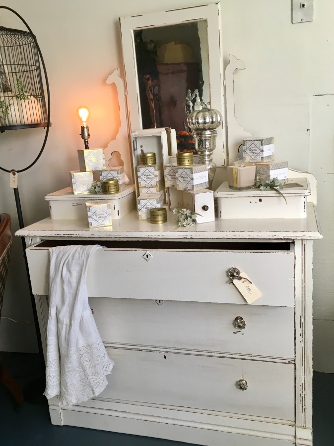 For Sale: Dresser withMirror